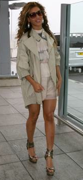 Fashiontribes.com Fashion Blog - Style, Beauty, Luxury Lifestyle & Shopping: Beyonce Looking Chic in Sretsis