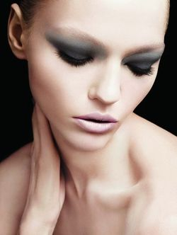 Armani makeup smoky eye