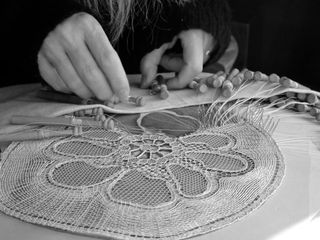 Making lace by hand