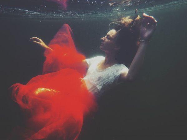 Anne laure etienne fashion models floating underwater