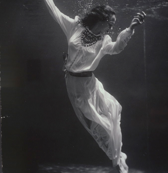 Toni frissell fashion model underwater