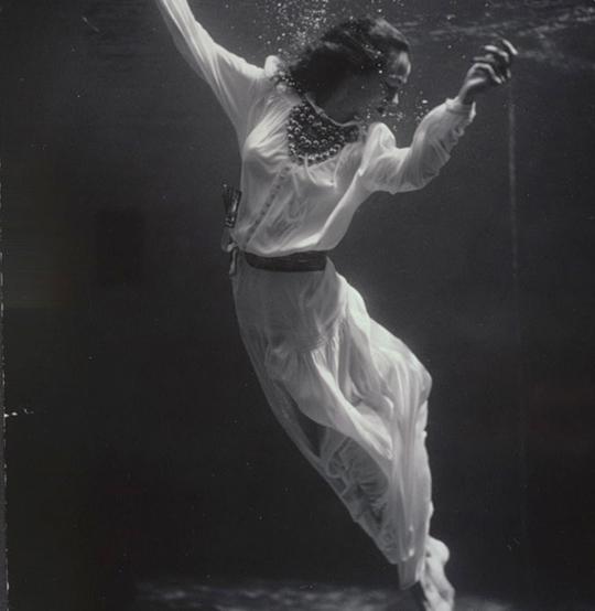Toni frissell fashion model underwater