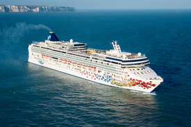 Norwegian_gem_cruise_ship_2