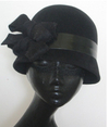 Black_flapper_cloche_hat