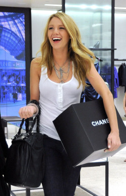 Blake_lively_celebrities_shopping