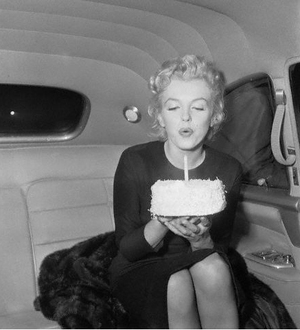 Marilyn_monroe_birthday_cake_3