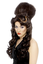 Amy_winehouse_beehive_wig_3