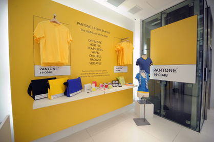 Gap_pantone_mimosa_yellow_tee_2