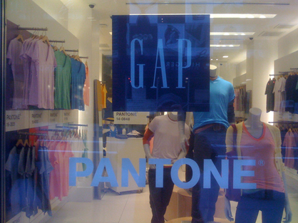 Gap_pantone_store_window