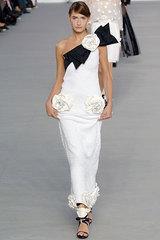 ...традициями Коко Шанель и модными веяниями последних лет.