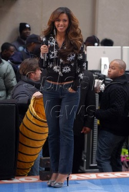 Today Show on Beyonce Rocking Casual Chic On The Today Show  A Stylish Look You Ll