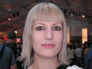 Do_white_bib_makeup