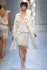 Feretti_philosophy_white_trench_6