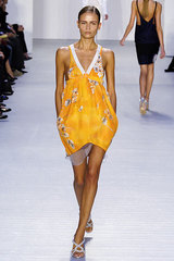 Paco_rabanne_7_yellow_flower_top