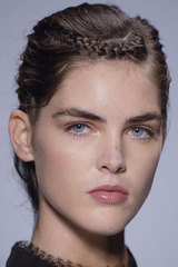 Rochas_details_braided_hair_brunette