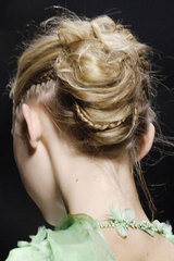 Rochas_details_hair_from_behind