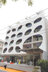 Sixty_hotel_exterior_davide_maestri_1